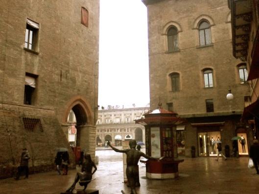 006_piazza maggiore antique 740