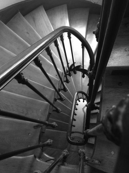 001_escalier descente 740