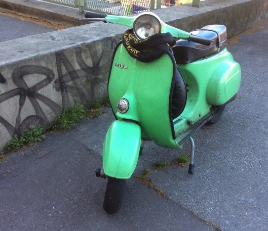 002_vespa verde bis 180