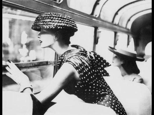 001_dame au chapeau
